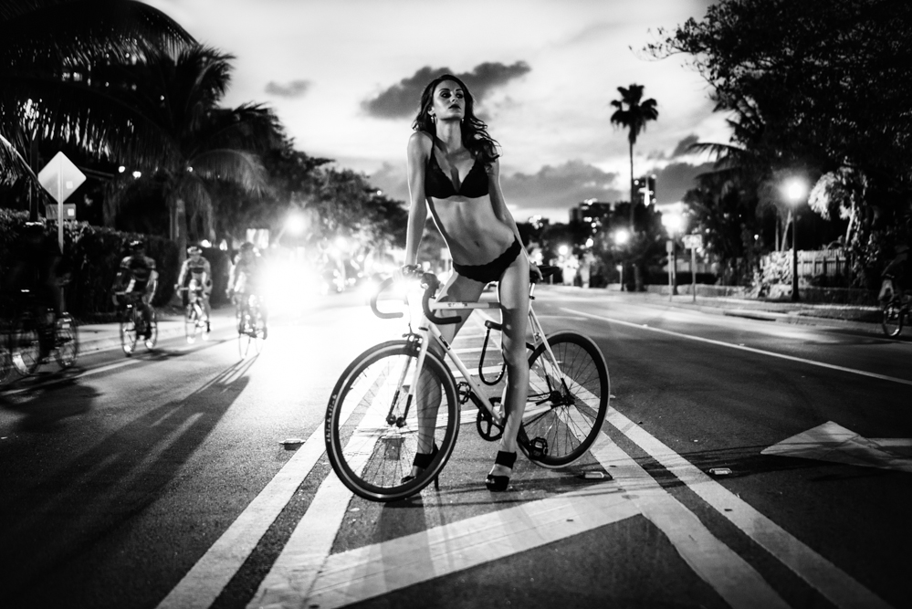 BIKE GIRL – MIAMI / VENETIAN